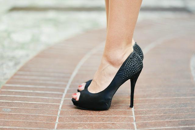 Tips For Walking In Heels - Walk in 5 Inch Heels With Style