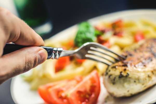 Tips For How to Be Healthy When Eating Out