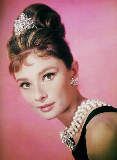 Interesting Audrey Hepburn Quotes to Consider about Love, Life, Being a Woman and Dealing with Others.