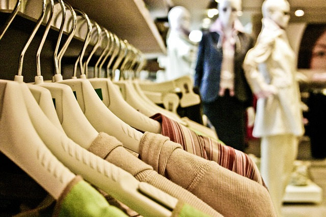 save money on clothes by seasonal shopping