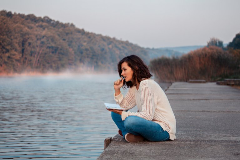 5 Best Memoir Writing Courses Online to Bring Your Memories to Life
